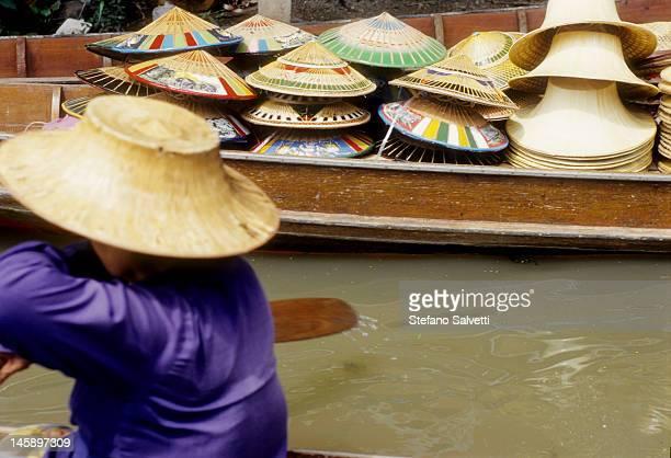 Scorcio del mercato sull'acqua a Damnoen Saudak