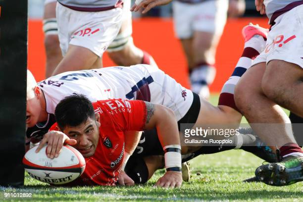 Score a try Romain Taofifenua of Toulon during the Top 14 match between RC Toulon and Bordeaux Begles at Felix Mayol Stadium on January 27 2018 in...