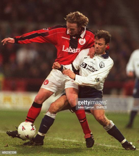 Scot Gemmill Nottingham Forest David Howells Tottenham Hotspur battle it out