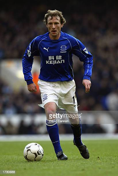 Scot Gemmill of Everton runs with the ball during the FA Barclaycard Premiership match between Tottenham Hotspur and Everton held on January 12 2003...