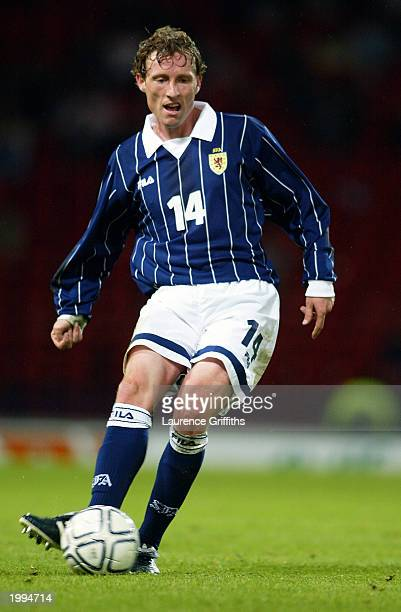 Scot Gemmill of Scotland passes the ball during the International Friendly match between Scotland and Austria held on April 30 2003 at Hampden Park...