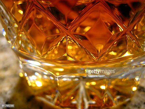 scotch in a crystal glass - kristallglas stock-fotos und bilder