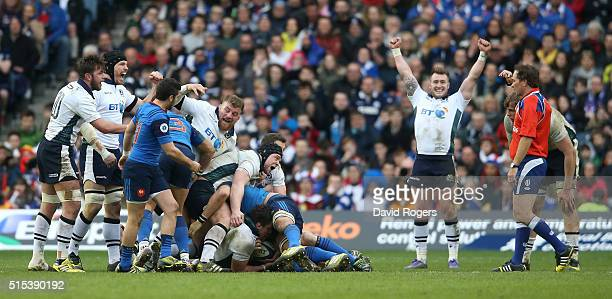 Scotland celebrate their victory during the RBS Six Nations match between Scotland and France at Murrayfield Stadium on March 13 2016 in Edinburgh...