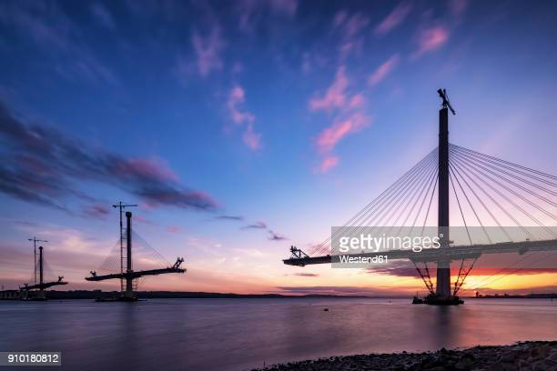scotland, construction of the queensferry crossing bridge at sunset - puente fotografías e imágenes de stock