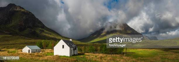 scotland crofters cottage in dramatic highland mountain glen panorama - grampian scotland stock pictures, royalty-free photos & images