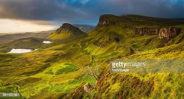 Écosse ciel dramatique sur Highland des pics de montagne de panorama Quiraing Skye