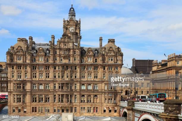scotland, edinburgh, balmoral hotel, waverley station - balmoral hotel stock pictures, royalty-free photos & images