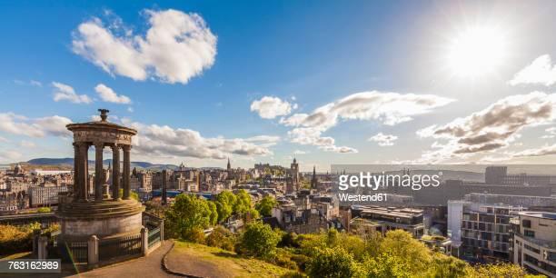 uk, scotland, edinburgh, calton hill, dugald stewart monument, cityscape - カールトンヒル ストックフォトと画像