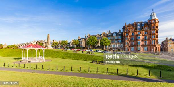 scotland, fife, st. andrews, waterfront promenade - st. andrews scotland stock pictures, royalty-free photos & images