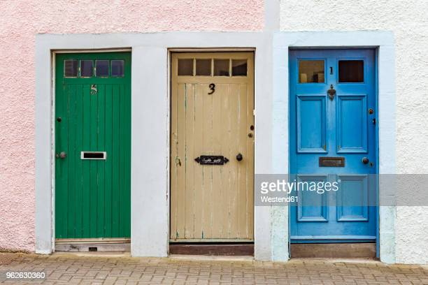 scotland, fife, st. monans, hree different doors - deur stockfoto's en -beelden
