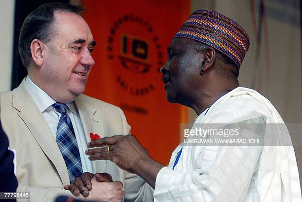 Scotlan'd first minister Alex Salmond shares a light moment with Nigeria's former president Yakubu Gowon after a press conference in Colombo, 08...