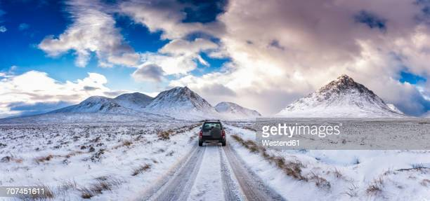 uk, scotland, glen etive, four wheel drive vehicle in winter - deep snow stock pictures, royalty-free photos & images