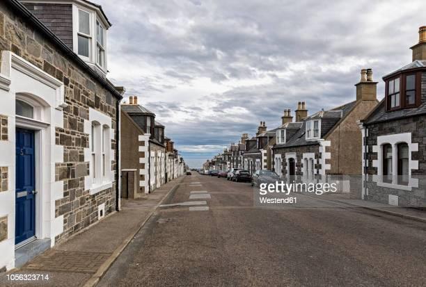uk, scotland, inverness, moray, portknockie, townscape - モーレイ湾 ストックフォトと画像