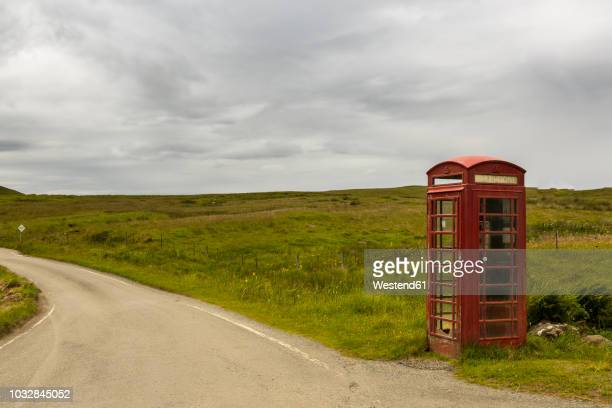 uk, scotland, isle of skye, red old telephone booth at roadside - telephone box stock pictures, royalty-free photos & images