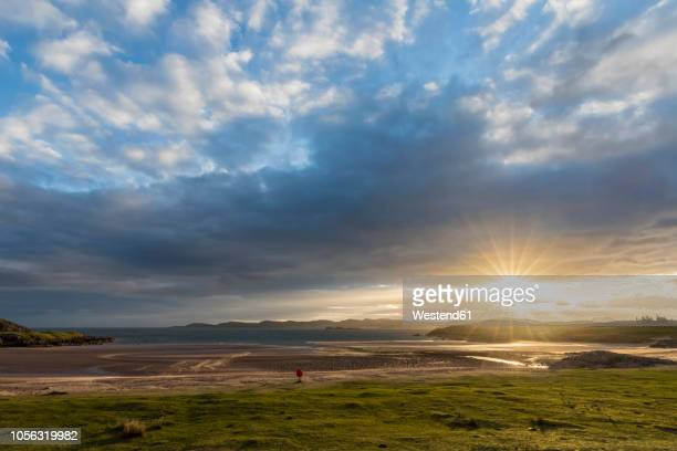 uk, scotland, scottish highlands, loch ewe, poolewe, firemore beach, sunrise - 雰囲気 ストックフォトと画像