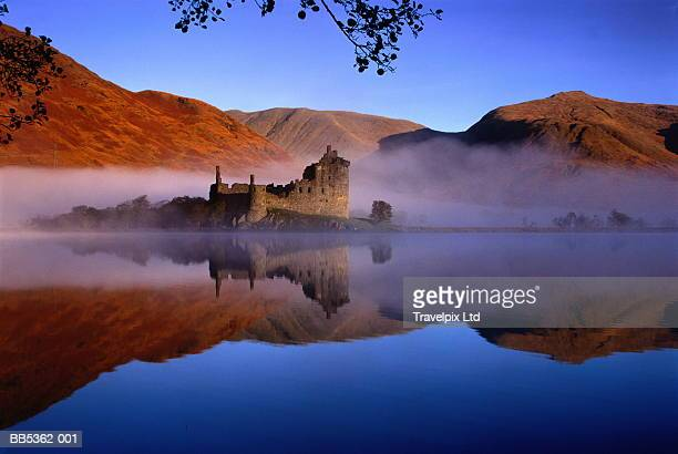 scotland, strathclyde, loch awe, kilchurn castle in mist - lake stock pictures, royalty-free photos & images