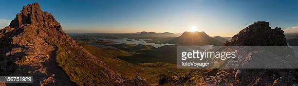 スコットランドの朝日 Sutherland 山荒野ハイランド