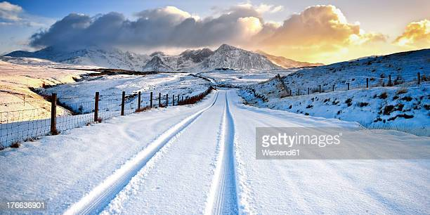 UK, Scotland, View of tyre track and snow mountains