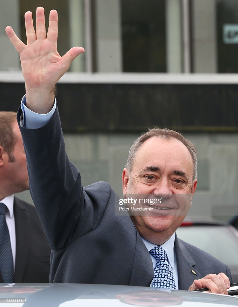 Scotland's First Minister Alex Salmond waves as he campaigns in the East Kilbride shopping centre on September 17, 2014 in Glasgow, Scotland. The referendum debate has entered its final day of campaigning as the Scottish people prepare to go to the polls tomorrow to decide whether or not Scotland should have independence and break away from the United Kingdom.