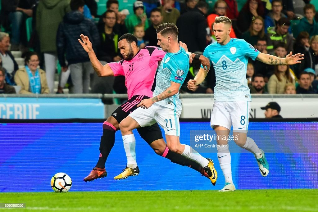 Scotland's Matthew Phillips (L) vies with Benjamin Verbic (R) of Slovenia during the FIFA World Cup 2018 qualification football match between Slovenia and Scotland at the Stadium Stozice in Ljubljana, Slovenia on October 8, 2017. / AFP PHOTO / Jure Makovec