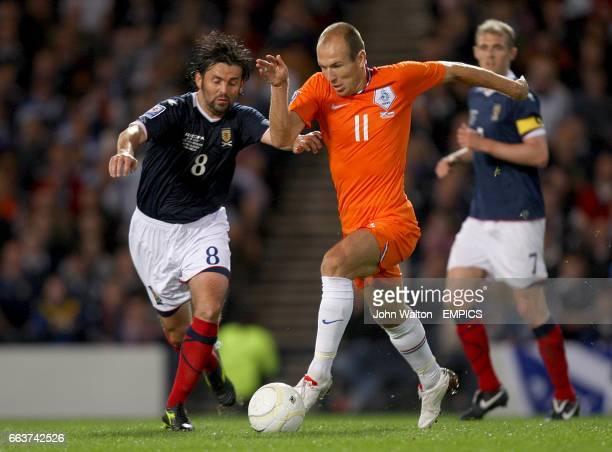 Scotland's Paul Hartley and Holland's Arjen Robben in action