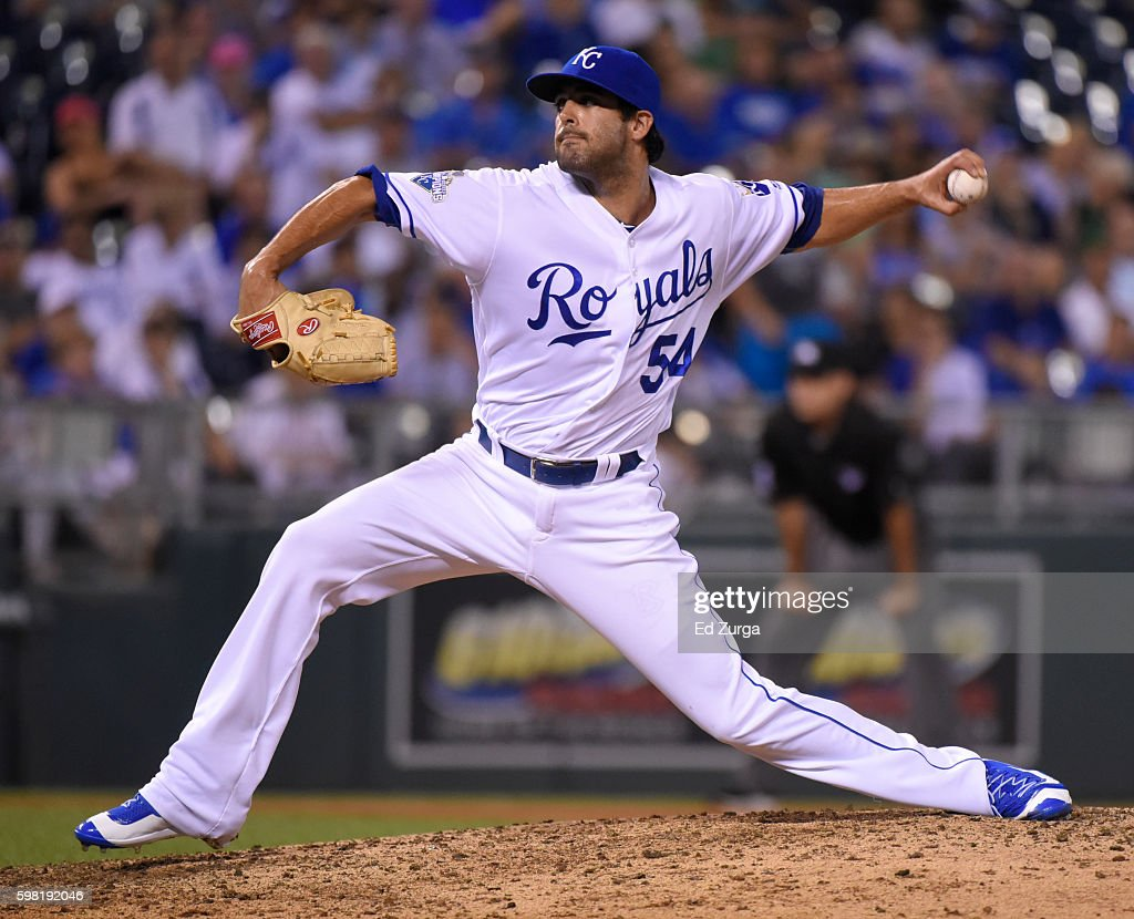 Scott Alexander #54 of the Kansas City Royals throws in the seventh inning against the New York Yankees at Kauffman Stadium on August 31, 2016 in Kansas City, Missouri.