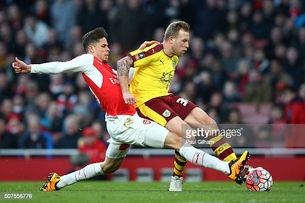 Scott Arfield of Burnley shoots during the Emirates FA Cup Fourth Round match between Arsenal and Burnley at Emirates Stadium on January 30 2016 in...
