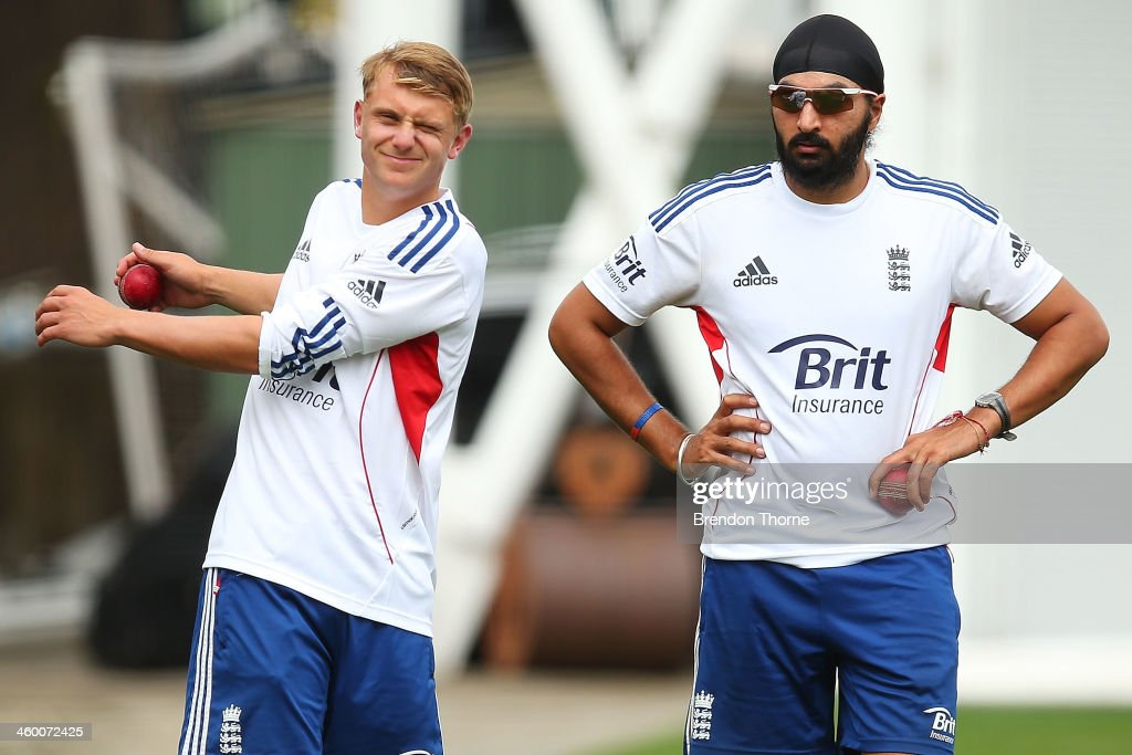 Scott Borthwick and Monty Panesar of England prepare to bowl during an England training session at Sydney Cricket Ground on January 2, 2014 in Sydney, Australia.
