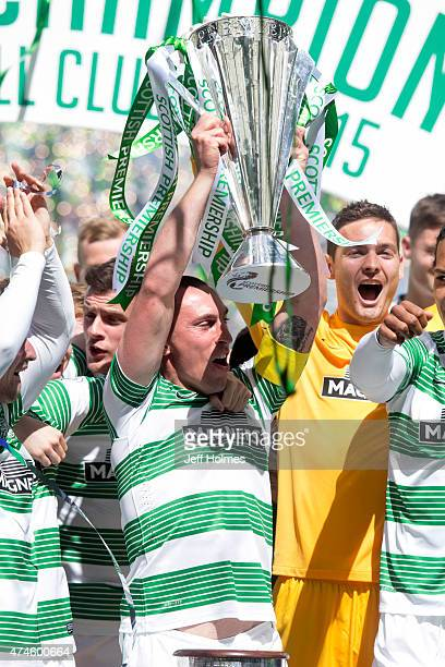 Scott Brown captain lifts the trophy for Celtic after winning the Scottish Premiership Match between Celtic and Inverness Caley Thistle at Celtic...
