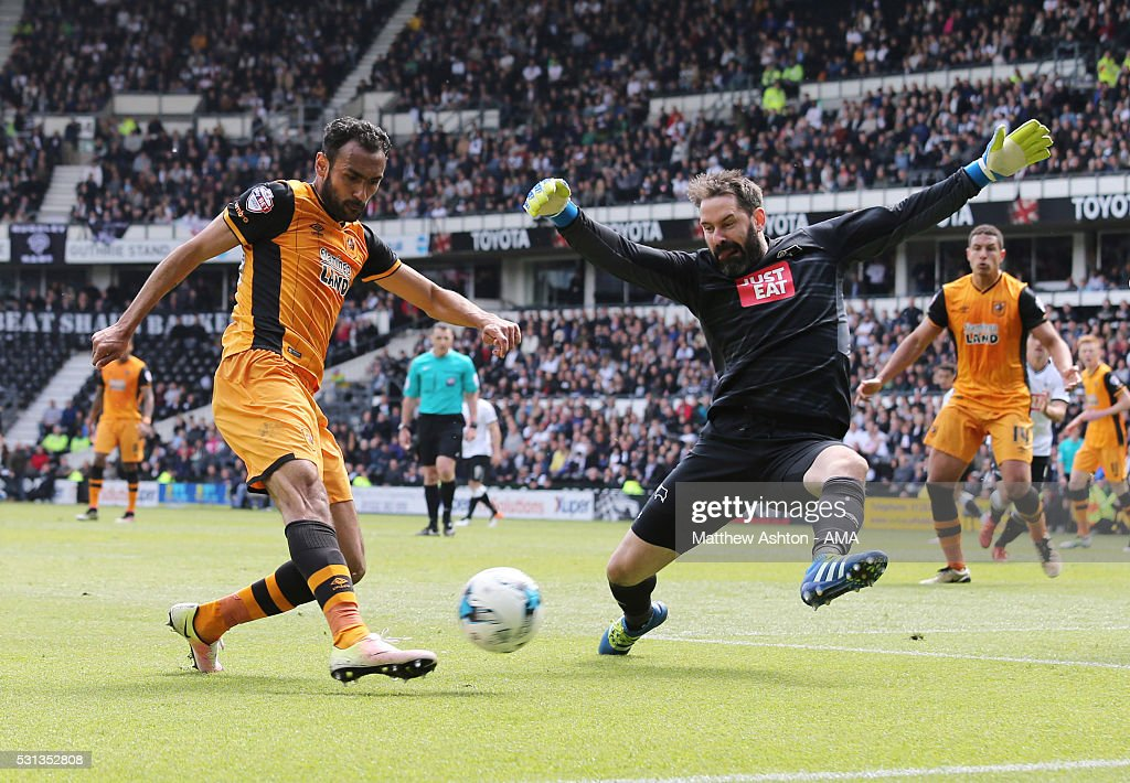 Scott Carson of Derby County tries to stop Ahmed Elmohamady of Hull City during the Sky Bet Championship Play Off First Leg match between Derby County and Hull City at the iPro Stadium on May 14, 2016 in Derby, England.