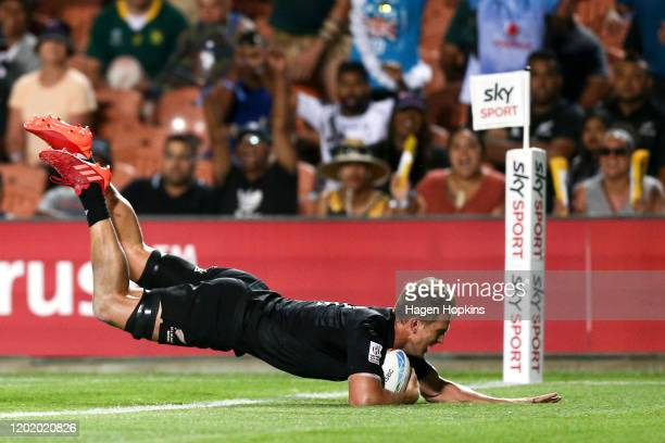Scott Curry of New Zealand scores a try during the Cup Final match between France and New Zealand at the 2020 HSBC Sevens at FMG Stadium Waikato on...