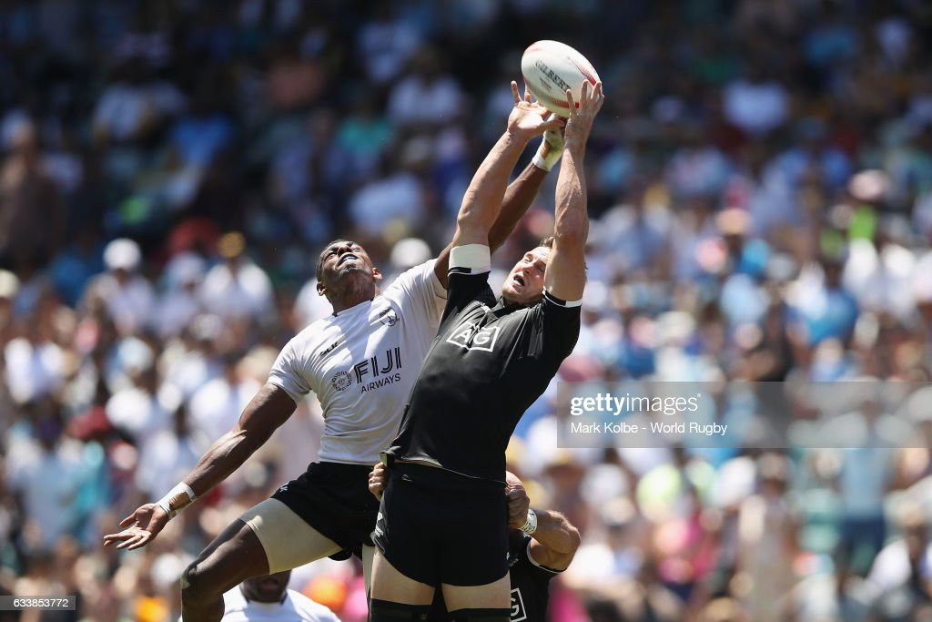 Scott Curry of New Zealand wins the ball from the kick-off during the Quarter final match between Fiji and New Zealand in the 2017 HSBC Sydney Sevens at Allianz Stadium on February 5, 2017 in Sydney, Australia.
