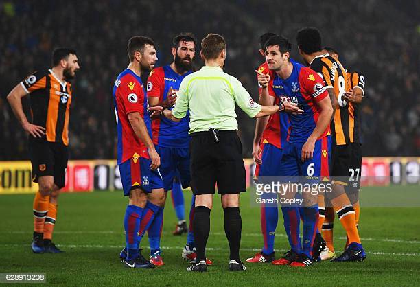 Scott Dann of Crystal Palace appeals to referee Mike Jones as he concedes a penalty during the Premier League match between Hull City and Crystal...