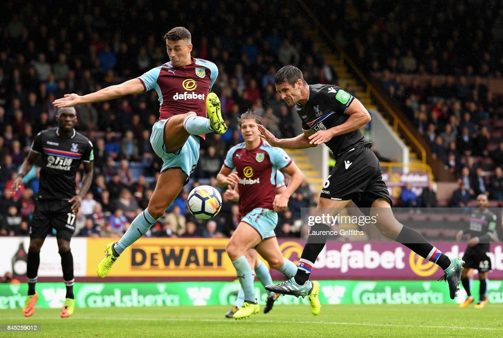 Scott Dann of Crystal Palace misses the targett with a header during the Premier League match between Burnley and Crystal Palace at Turf Moor on September 10, 2017 in Burnley, England.