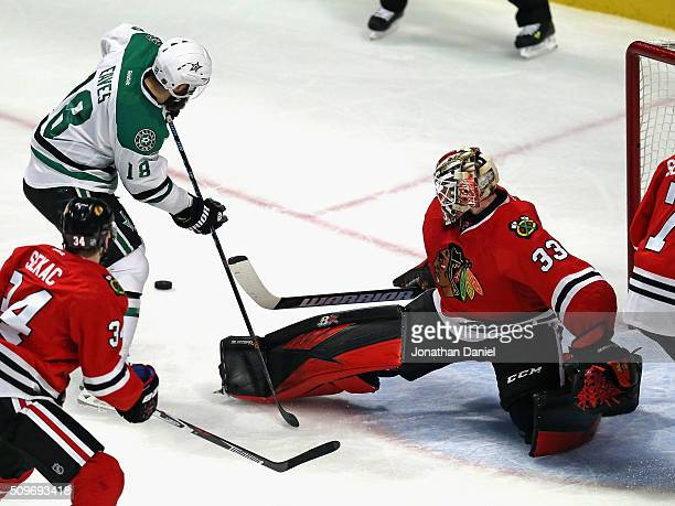 Scott Darling of the Chicago Blackhawks makes a save in the third period against Patrick Eaves of the Dallas Stars at the United Center on February...