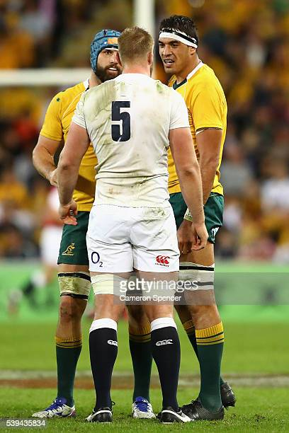 Scott Fardy and Rory Arnold of the Wallabies exchange words with George Kruis of England scuffle during the International Test match between the...