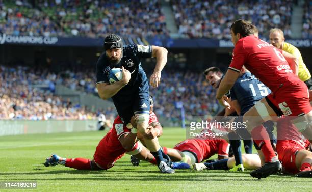 Scott Fardy of Leinster charges to score a second half try during the Champions Cup Semi Final match between Leinster Rugby and Toulouse at the Aviva...
