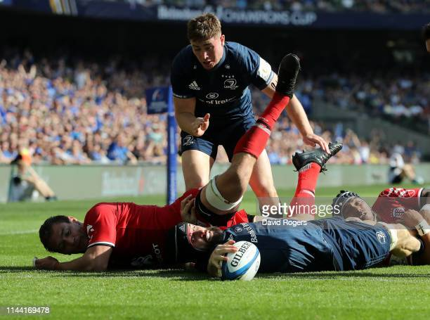 Scott Fardy of Leinster dives over to score a second half try during the Champions Cup Semi Final match between Leinster Rugby and Toulouse at the...