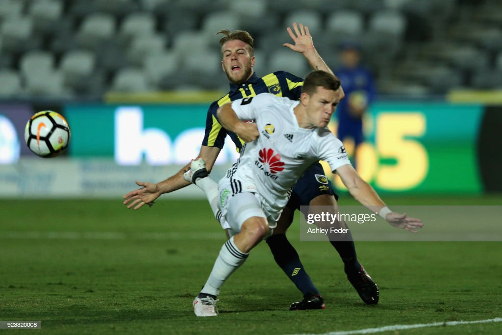 Scott Galloway of the Phoenix contests the ball against Andrew Hoole of the Mariners during the round 21 A-League match between the Central Coast Mariners and the Wellington Phoenix at Central Coast Stadium on February 23, 2018 in Gosford, Australia.