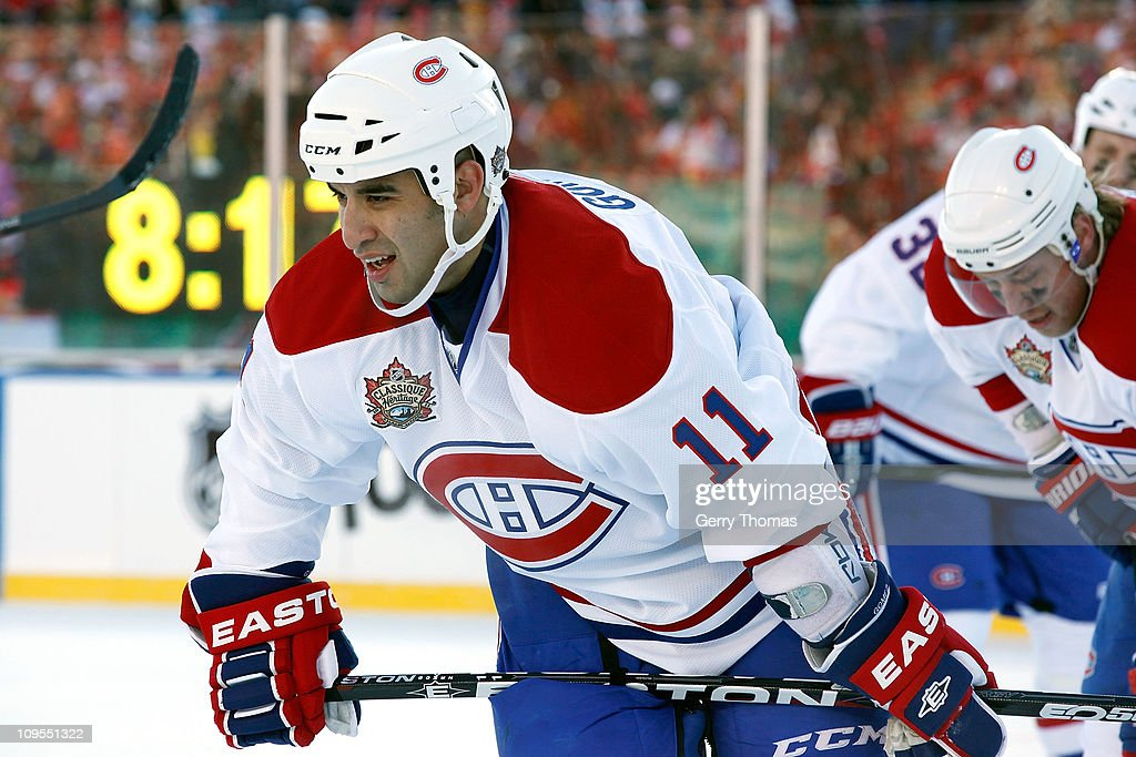 2011 Heritage Classic - Montreal Canadiens v Calgary Flames : News Photo