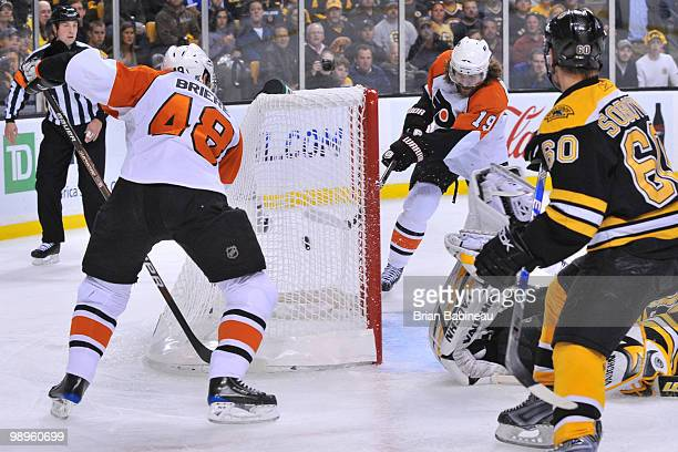 Scott Hartnell of the Philadelphia Flyers scores a goal against the Boston Bruins in Game Five of the Eastern Conference Semifinals during the 2010...