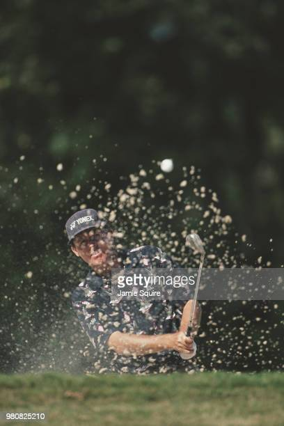 Scott Hoch of the United States keeps his eye on the ball as he hits out of the bunker during the PGA The Tour Championship golf tournament on 1...