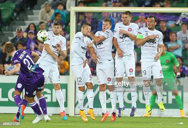 Scott Jamieson of the Glory scores a goal from a free kick during the round six ALeague match between the Perth Glory and Western Sydney Wanderers at...