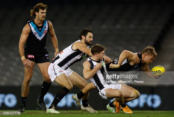 Scott Lycett of the Power, Brodie Grundy of the Magpies, Taylor Adams of the Magpies and Ollie Wines of the Power compete for the ball during the...