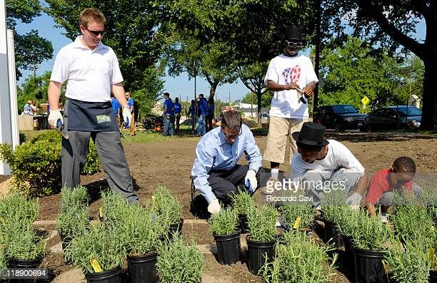 Scott MarcusSenior Brand Manager Planters Kraft Foods and volunteers dig the ground to make room for plants at the PLANTERS and The Corps Network...