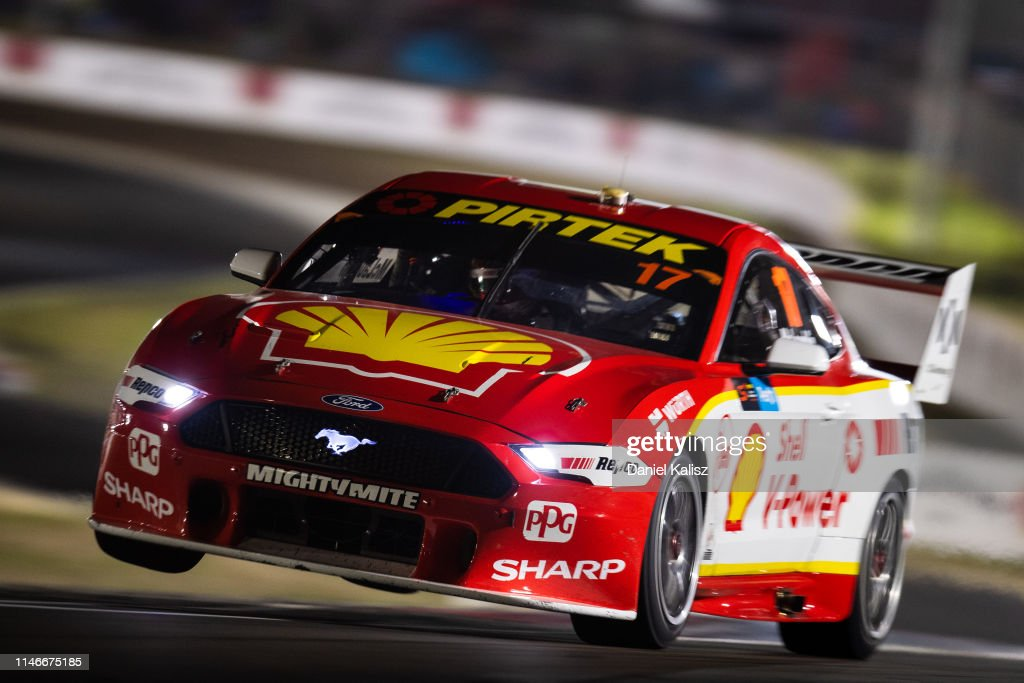 Scott McLaughlin drives the Shell V-Power Racing Team Ford