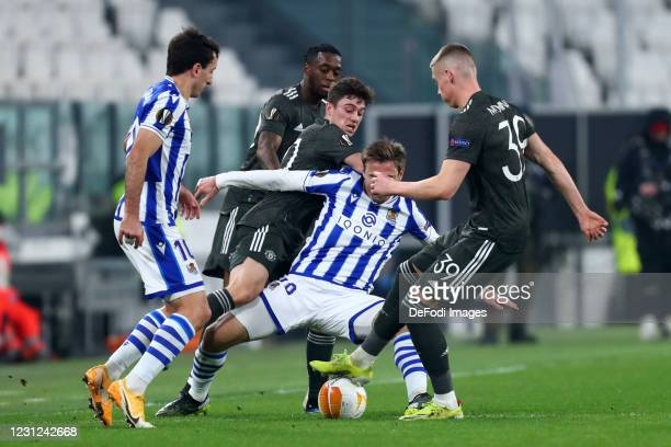 Scott McTominay of Manchester United and Mikel Oyarzabal of Real Sociedad de Futbol battle for the ball during the UEFA Europa League Round of 32...