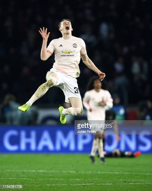 Scott McTominay of Manchester United celebrates victory at full time after the UEFA Champions League Round of 16 Second Leg match between Paris...