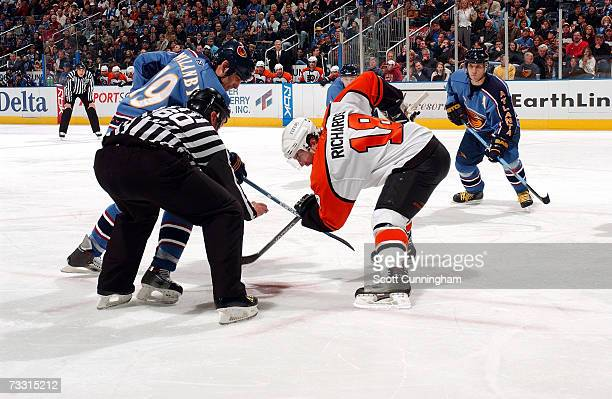 Scott Mellanby of the Atlanta Thrashers faces off against Mike Richards of the Philadelphia Flyers on February 3 2007 at Philips Arena in Atlanta...