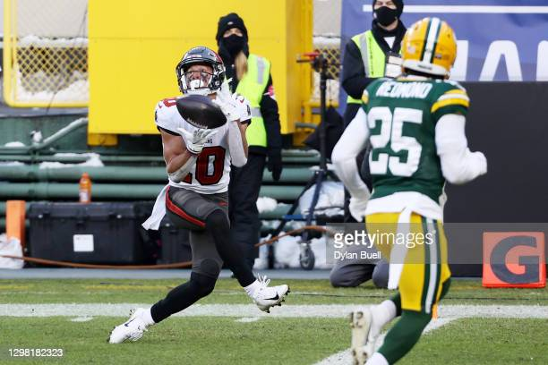 Scott Miller of the Tampa Bay Buccaneers completes a touchdown reception in the second quarter against the Green Bay Packers during the NFC...
